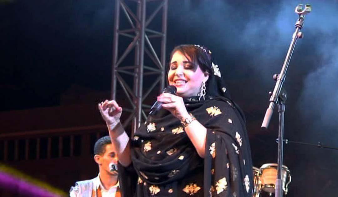 نجمة الأغنية الحسانية باتول المرواني في مهرجان الفضة بتزنيت