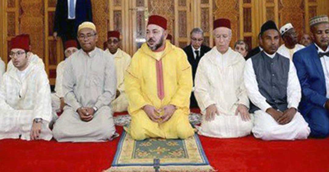 أمير المؤمنين يؤدي رفقة الرئيس النيجيري صلاة الجمعة بالمسجد الوطني بأبوجا