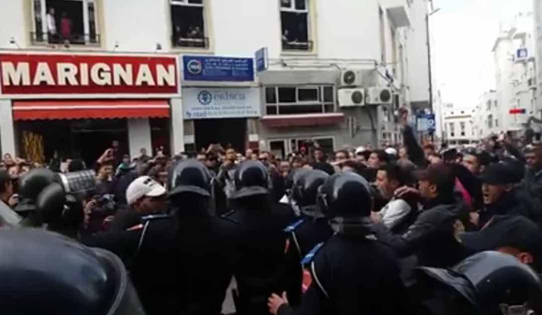 قوات الأمن تعنف شرطة الغد