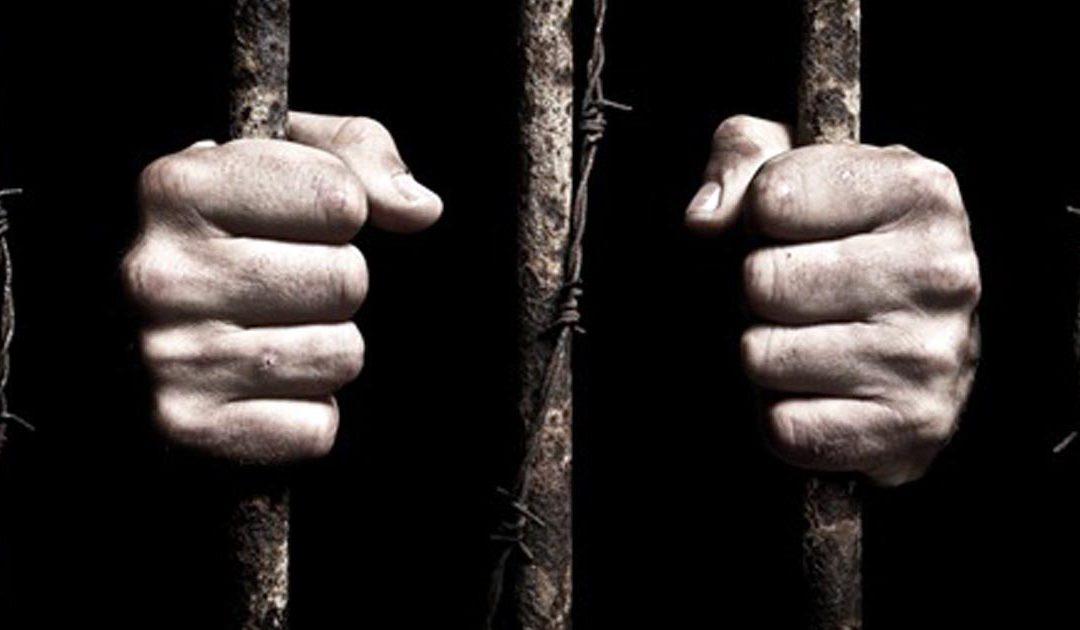 الحبس لزوجة وخال زوجها بسبب الخيانة الزوجية