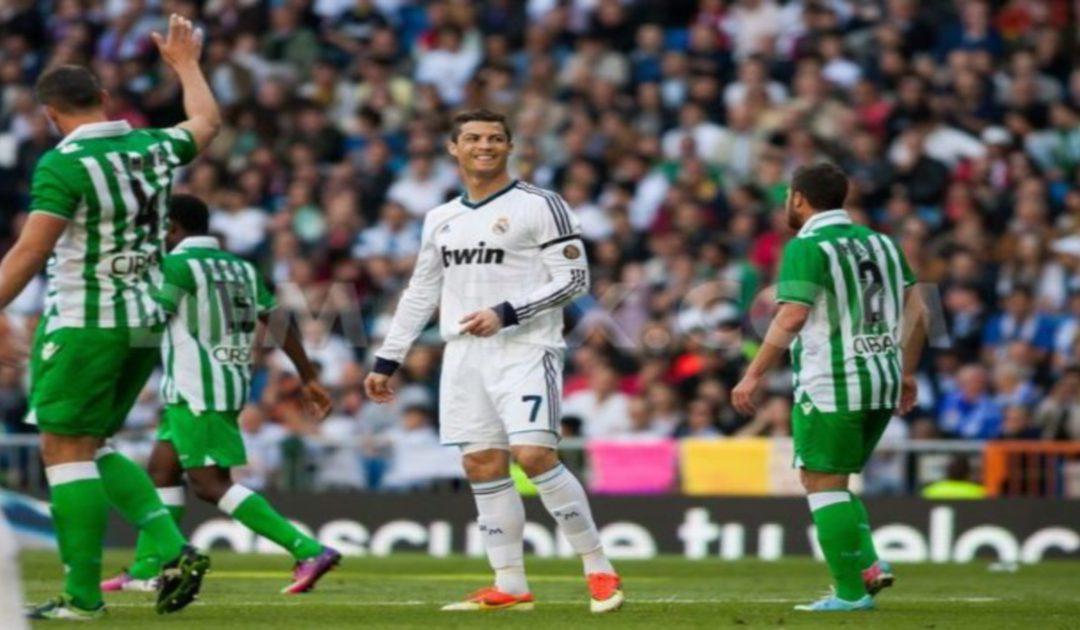 """ريال مدريد """"ينقض"""" على صدارة الليغا مستغلا سقوط برشلونة"""