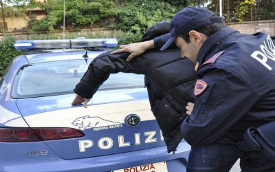 إيطالي يطعن مهاجرا مغربيا ضبطه مع خطيبته