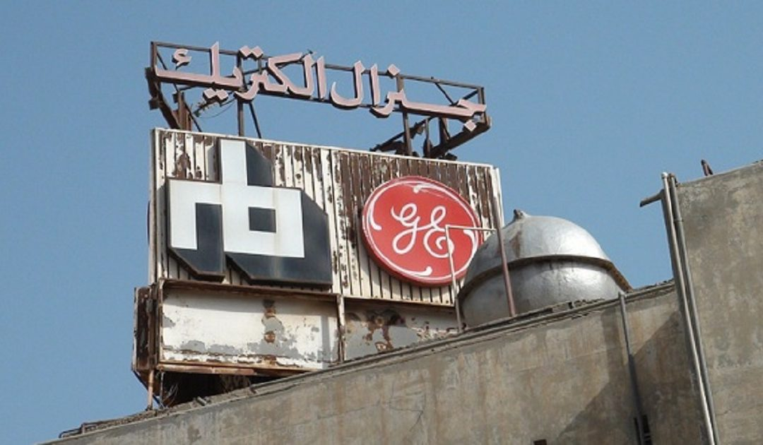 """100 شاب جزائري يغلقون مدخل مصنع """"جنرال الكتريك"""""""