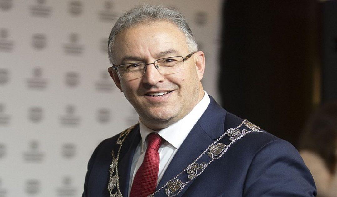 """متابعة شقيقة رئيس بلدية """"روتردام"""" المغربي باختلاس 63.000 يورو"""