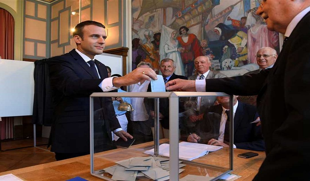 الحكومة الفرنسية تقدم استقالتها اليوم الاثنين