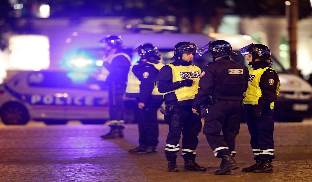 عاجل: إستنفار أمني بالشانزليزيه بفرنسا بعد أنباء عن تفجير انتحاري +فيديو