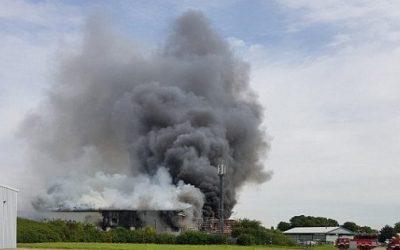 اندلاع حريق ضخم قرب مطار ساوثند في لندن  (صور + فيديو )
