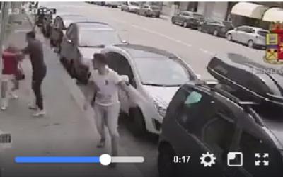كاميرا مراقبة تسجل إعتداء مغربيان على عجوز إيطالي +فيديو الإعتداء