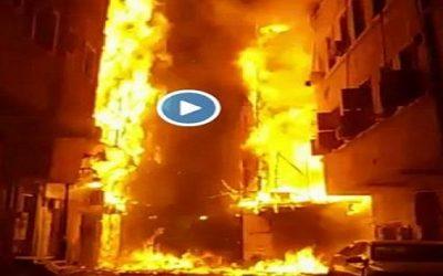 حريق مهول يشب في المنطقة التاريخية بجدة في السعودية +فيديو