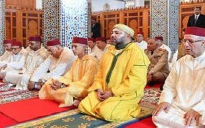 """أمير المؤمنين يؤدي صلاة الجمعة بمسجد """"للا أسماء"""" بالرباط"""