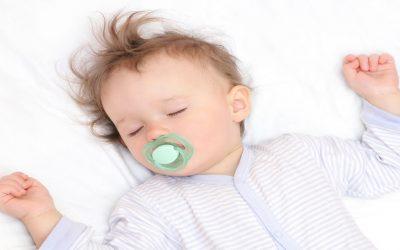 3 طرق لتنظيم نوم طفلك