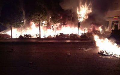بالفيديو..مهاجرون أفارقة يضرمون النار في محيط محطة أولاد زيان