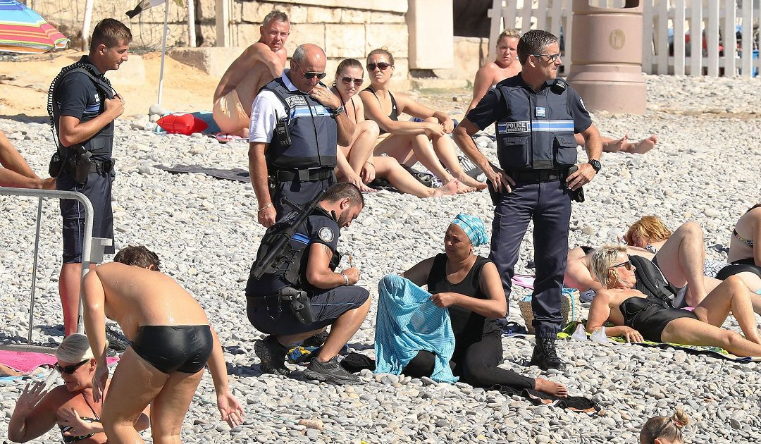 ضجة بعد رفض تسليم أوراق الهوية لمحجابات بإيطالية