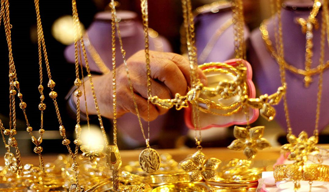 ايقاف شخص بحوزته كمية كبيرة من الذهب مشكوك في مصدرها بالعيون