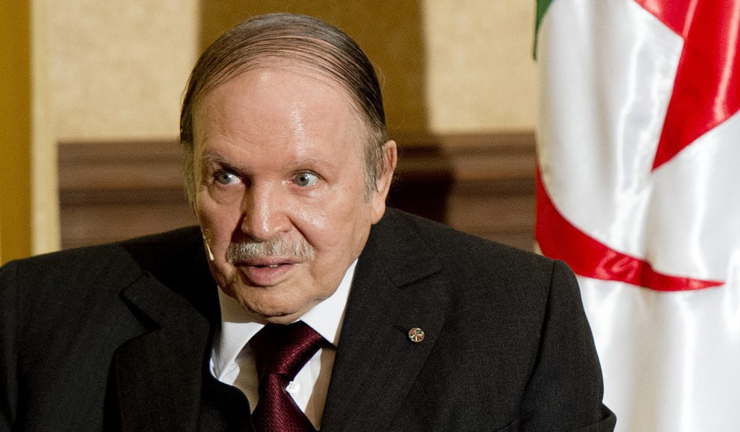 """إعلامي جزائري ينقلب على نظام """"بوتفليقة"""""""