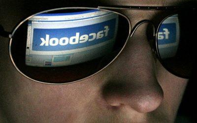 فايسبوك تتجسس عليك صورة وصوتا