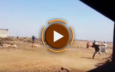 حرب شرسة ومعركة طاحنة بالحجارة بين عائلتين +فيديو