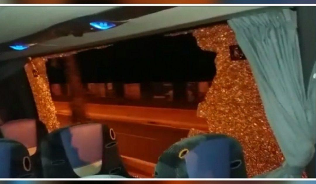 عصابة إجرامية تعترض طريق حافلة للمسافرين