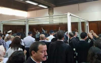 قاضي محكمة البيضاء يطرد ناصر الزفزافي ورفاقه يعلنون التضامن معه