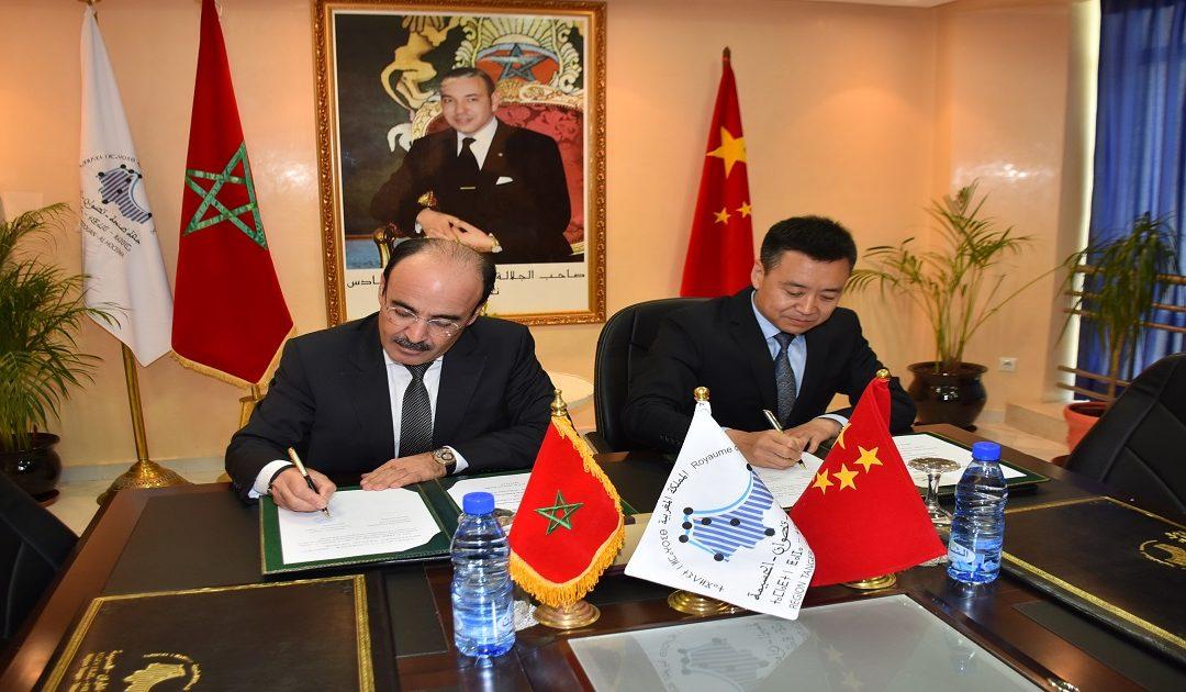 العماري يوقع على مذكرة تفاهم بين مجلس جهة طنجة ووكالة بكين للمياه