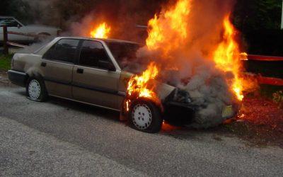حريق مهول يشب بسيارة خفيفة بفاس