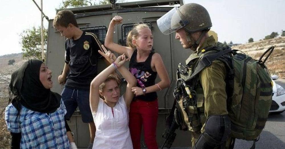 """الجيش الإسرائيلي يعتقل الطفلة الفلسطينية """"عهد التميمي"""" +صور"""