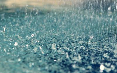 أمطار رعدية وأجواء مضطربة بعدد من المدن
