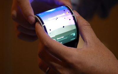 """""""سامسونغ"""" تكشف عن نسخة """"Galaxy X"""" الجديد القابلة للطي"""