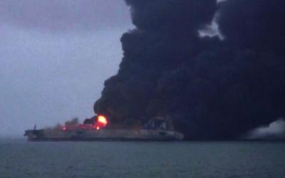 اشتعال النيران في ناقلة نفط إيرانية