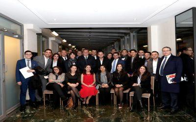 """عزيز أخنوش وأعضاء المكتب السياسي يلتقون بشباب مغاربة ممثلين لمبادرة """"تيزي"""" بباريس"""