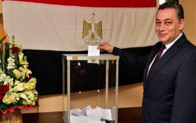 السفير المصري بالمغرب يدلي بصوته في الانتخابات الرئاسية