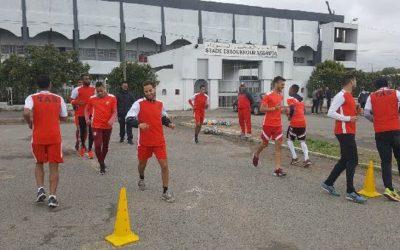 الاتحاد البيضاوي لكرة القدم يتدرب في الشارع العام