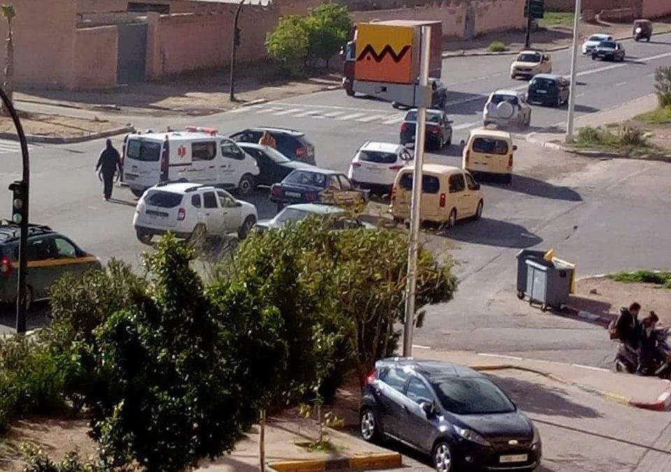 حادثة سير بين سيارة إسعاف و سيارة خفيفة بمراكش