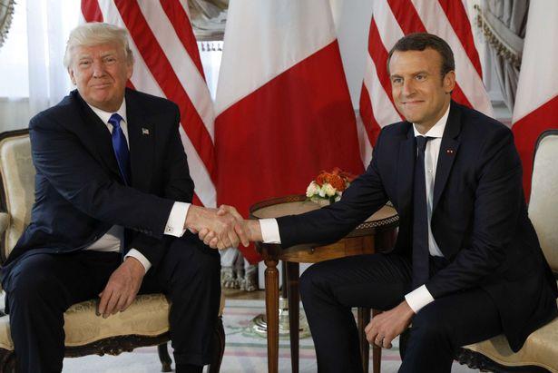 ماكرون يطالب دونالد ترامب بالبقاء في سوريا