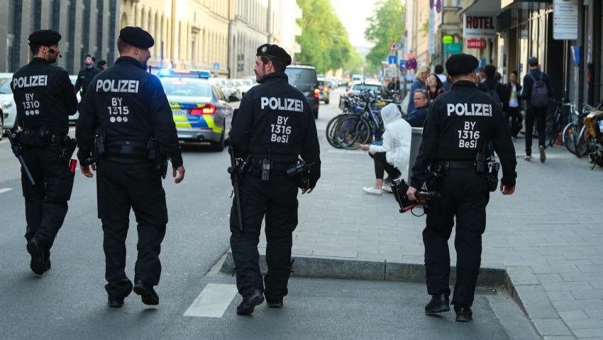 مقتل شخص وإصابة اثنين في هجوم بالسكين شمال ألمانيا
