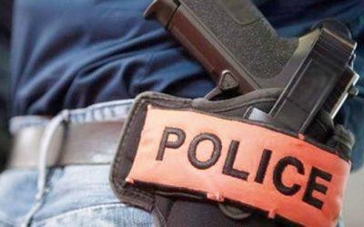 ضابط شرطة يستخدام سلاحه الوظيفي لتوقيف شخص عرض مواطنين للخطر