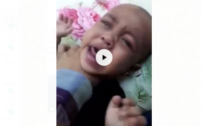 السعودية تحقق في مقطع فيديو يظهر أما تعذب طفليها