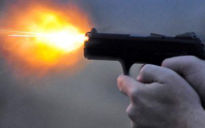 العناصر الأمنية بسلا تستخدم سلاحها الوظيفي لتوقيف شخص عرض حياتهم للخطر