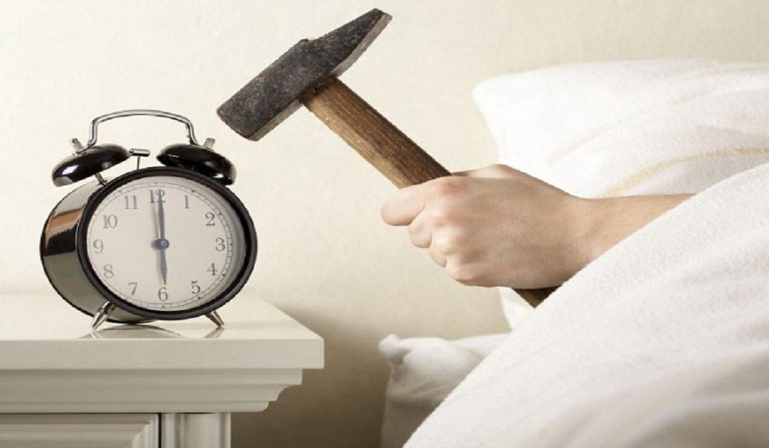 طرق تساعدك على تحسين وقت نومك والاستيقاظ مبكرا دون معاناة