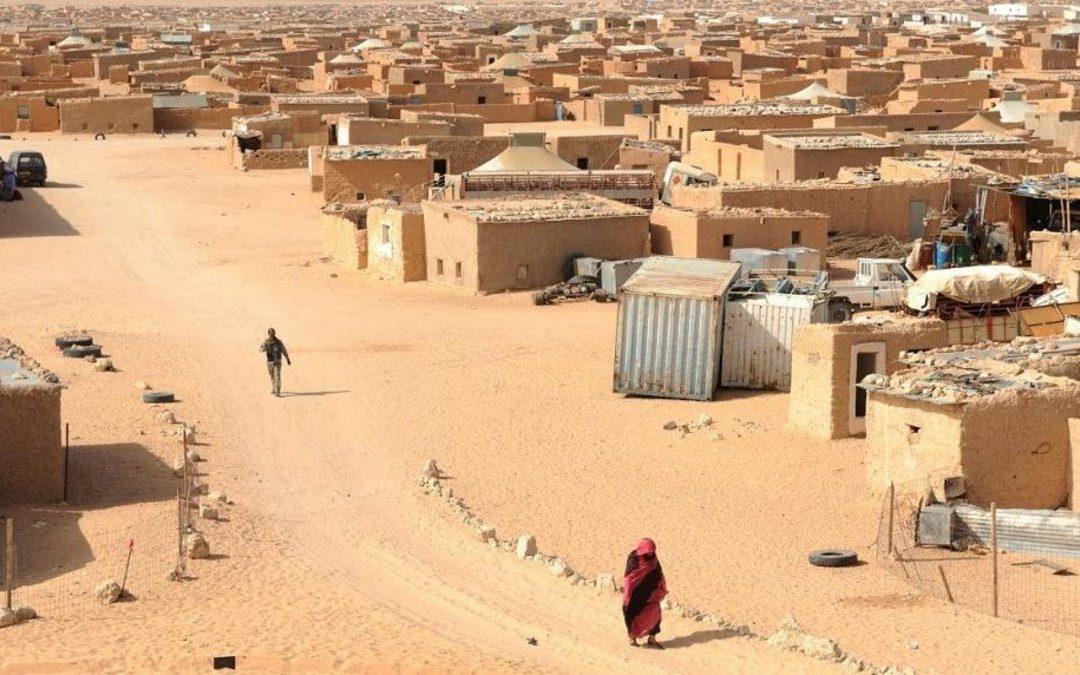 احتجاجات بمخيمات تندوف بعد قيام شخص بالنصب على الساكنة بتأشيرات اسبانية وهمية