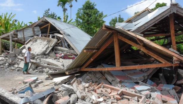 ارتفاع حصيلة ضحايا زلزال إندونيسيا إلى 82 قتيلا