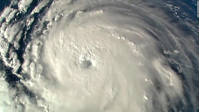 أمريكا تجلي مليون شخص بسبب إعصار فلورنس +فيديو