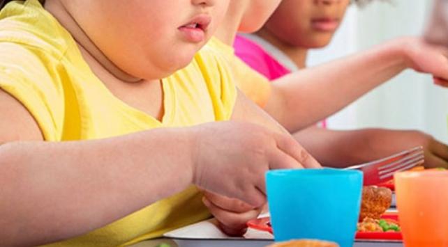 دراسة جديدة تربط بين استعمال منتجات التنظيف وبدانة الأطفال