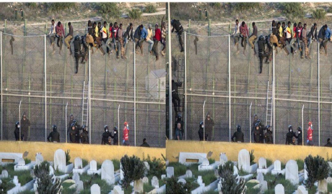 """في """"تدفق هائل"""" مهاجرون سريون يقتحمون السياج الحدودي ويدخلون مليلية المحتلة"""