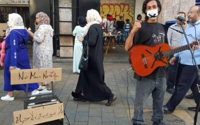 موسيقيو الشارع بالبيضاء يحتجون بطريقة إستثنائية على قرر إعتقال فناني شارع