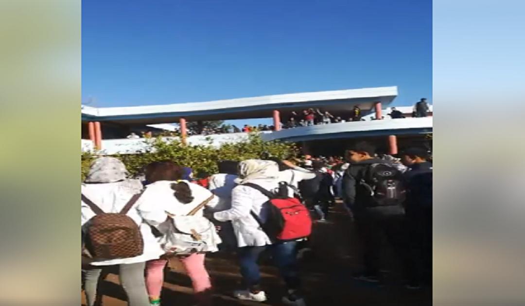 بالصور..استمرار احتجاجات التلاميذ بعدد من المؤسسات التعليمية بسبب التوقيت الجديد