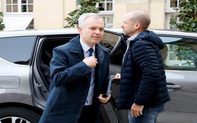 رغم إحتجاج الفرنسيين..وزير البيئة: لن نتراجع عن ضرائب الوقود