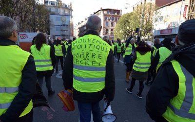 إضراب النقابات ضد نظام المعاشات التقاعدية يربك حركة الإقتصاد الفرنسي