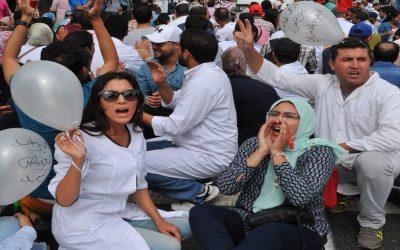 نقابة مهنية تطالب بنشعبون بالتأشير على مشروع قانون تسوية وضعية 5000 ممرضة وتقني صحي