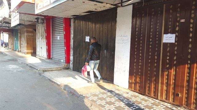 إضراب عام يغلق محلات البقالة والمخابز والمطاعم والمقاهي بالقنيطرة